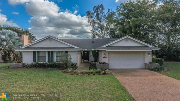 Lechateau, 8016 Nw 83rd St, Tamarac, FL - USA (photo 1)