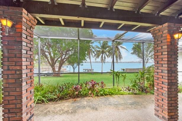 Lakefront Patio (photo 1)