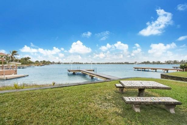 Lakefront Backyard (photo 2)