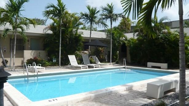 Each unit faces the pool. (photo 1)