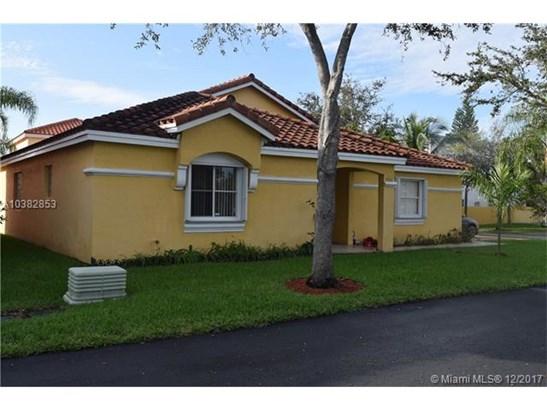1560 N Trafalgar Cir  , Hollywood, FL - USA (photo 2)