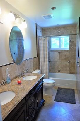 Bathroom 1. (photo 4)