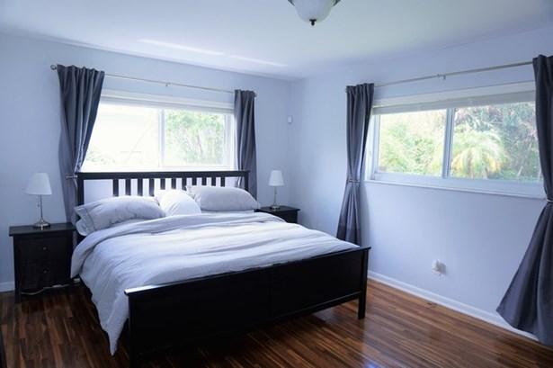 Master Bedroom. (photo 5)