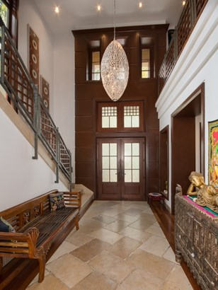 Foyer with Soaring Ceilings (photo 4)
