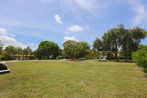 5275 Ne 5th Ave  , Miami, FL - USA (photo 1)