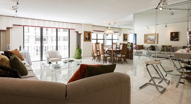 9801  Collins Ave  , Bal Harbour, FL - USA (photo 4)
