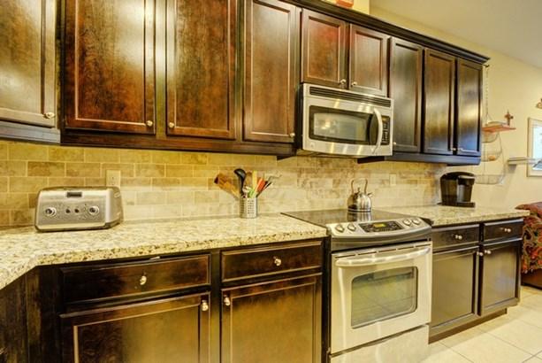 Kitchen Cabinet Detail (photo 5)