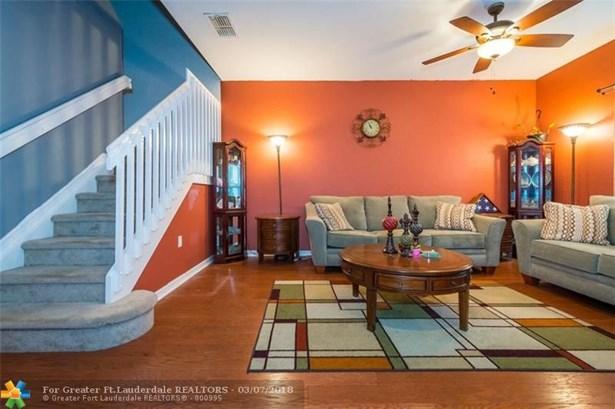 2851 W Prospect Rd, Tamarac, FL - USA (photo 3)