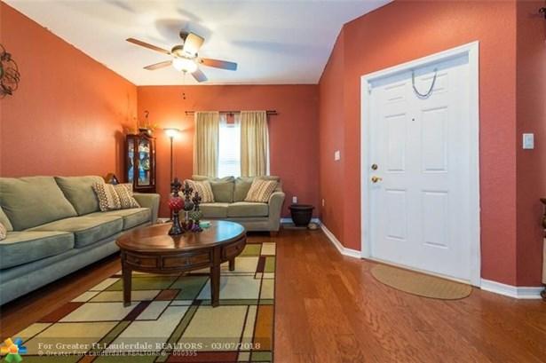 2851 W Prospect Rd, Tamarac, FL - USA (photo 4)