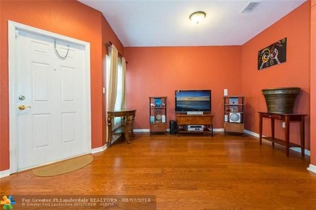 2851 W Prospect Rd, Tamarac, FL - USA (photo 5)