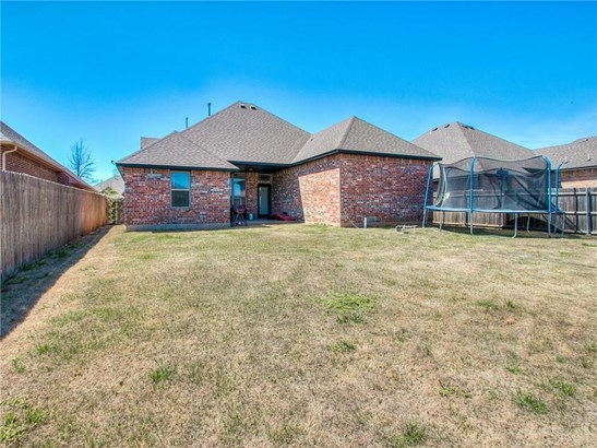 Traditional, Single Family - Yukon, OK (photo 4)