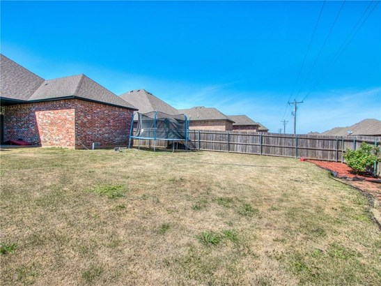 Traditional, Single Family - Yukon, OK (photo 5)