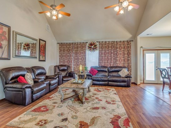 Traditional, Single Family - Blanchard, OK (photo 3)