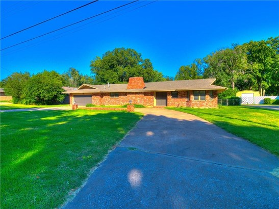 Traditional, Single Family - Del City, OK