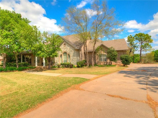 Traditional, Single Family - Moore, OK (photo 1)