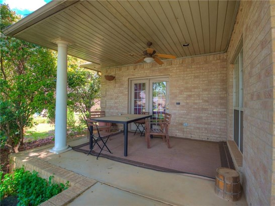 Traditional, Single Family - Moore, OK (photo 4)