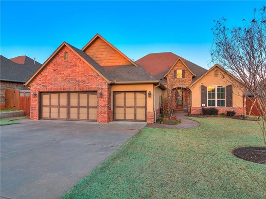 Traditional, Single Family - Moore, OK