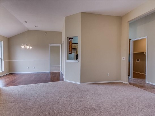 Traditional, Single Family - Midwest City, OK (photo 3)