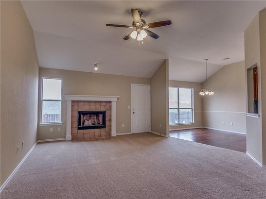 Traditional, Single Family - Midwest City, OK (photo 4)