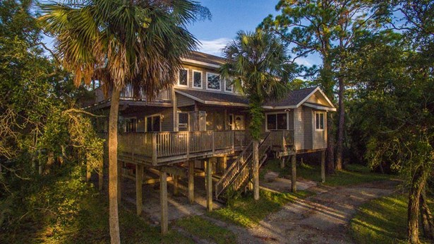 Detached Single Family - 2+ Story,Custom,Beach House,Open Floor Plan