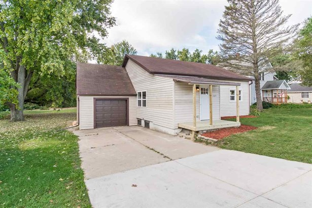1 story, Ranch - DeForest, WI (photo 2)