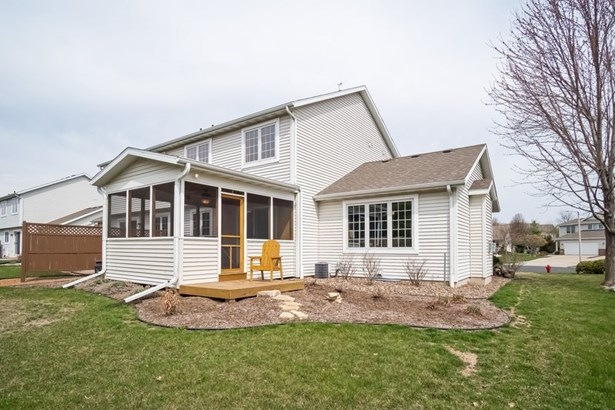 Contemporary,Colonial, 2 story,Shared Wall/HalfDuplex - McFarland, WI (photo 2)