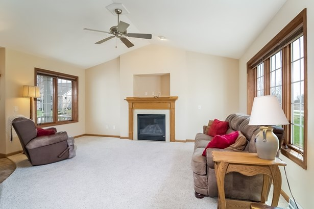 Contemporary,Colonial, 2 story,Shared Wall/HalfDuplex - McFarland, WI (photo 3)