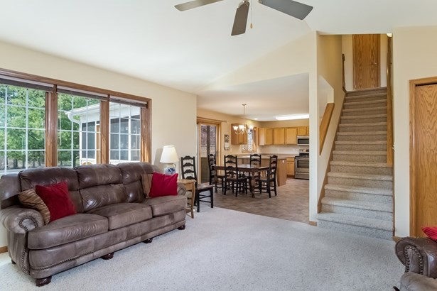 Contemporary,Colonial, 2 story,Shared Wall/HalfDuplex - McFarland, WI (photo 4)