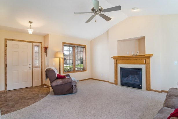 Contemporary,Colonial, 2 story,Shared Wall/HalfDuplex - McFarland, WI (photo 5)