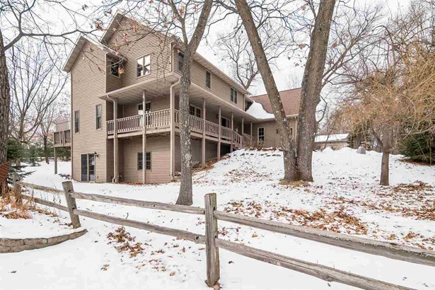 Colonial, 2 story - Wisconsin Dells, WI (photo 1)