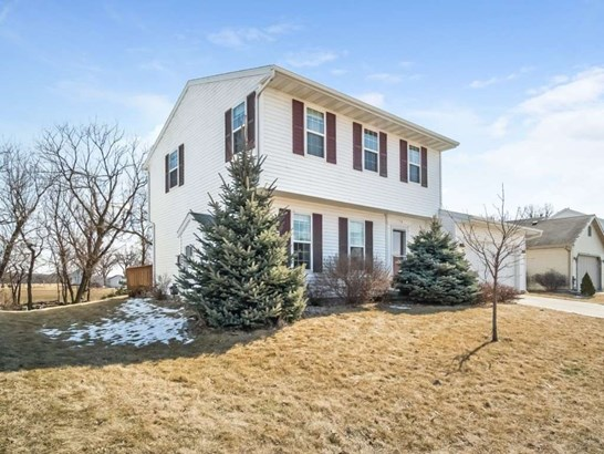 Colonial, 2 story - Belleville, WI (photo 2)