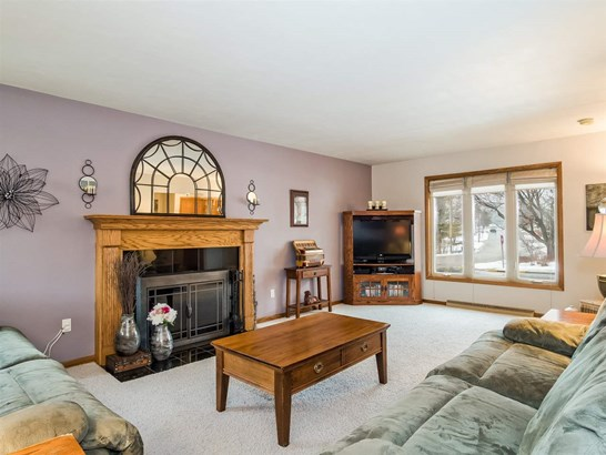 Colonial, 2 story - Cross Plains, WI (photo 3)