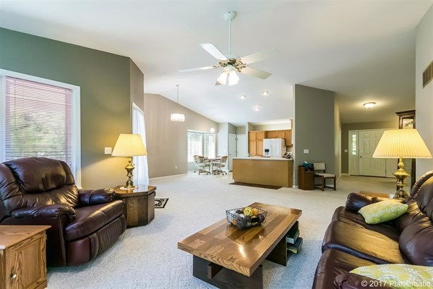 Ranch, 1 story,Condominium - Portage, WI (photo 5)