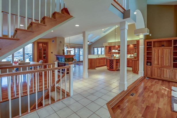 Contemporary, 2 story - Fitchburg, WI (photo 4)