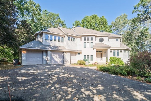 Contemporary, 2 story - Lake Mills, WI