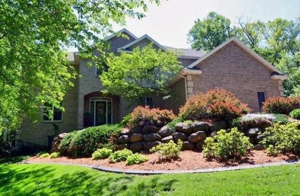 Contemporary,Colonial, 2 story - Waunakee, WI (photo 1)