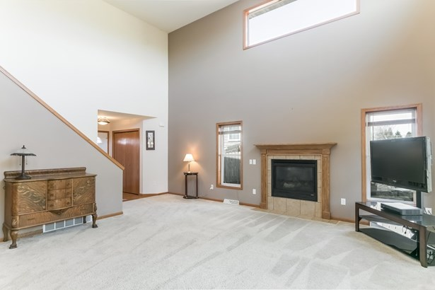 Contemporary, 2 story,Shared Wall/HalfDuplex - Mount Horeb, WI (photo 4)