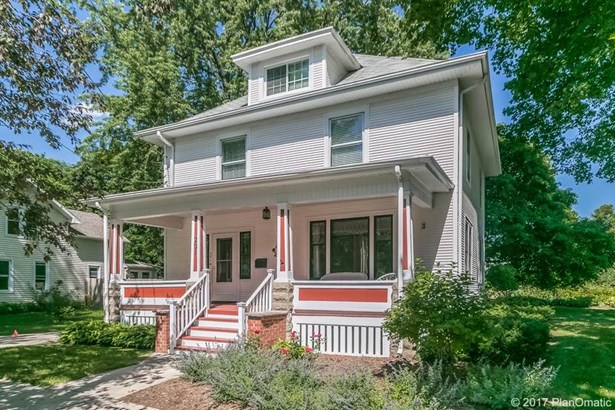 Colonial,Victorian, 2 story - Stoughton, WI (photo 1)