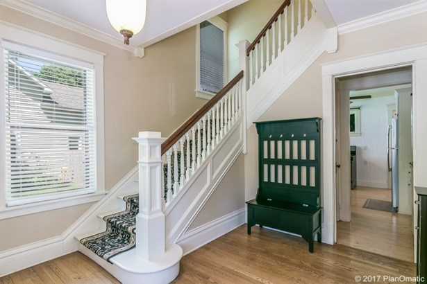 Colonial,Victorian, 2 story - Stoughton, WI (photo 2)