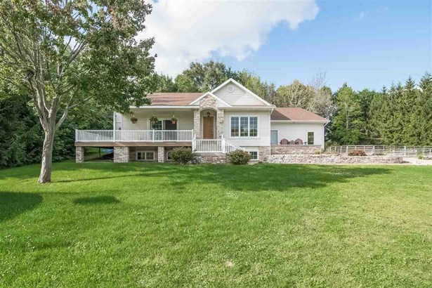 Contemporary,Colonial, 1 1/2 story - Waunakee, WI (photo 1)