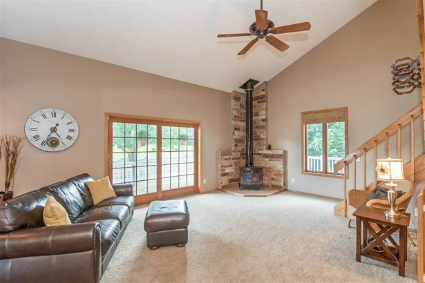 Contemporary,Colonial, 1 1/2 story - Waunakee, WI (photo 3)
