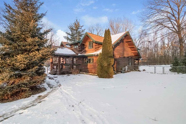 2 story, Log Home - Pardeeville, WI (photo 1)
