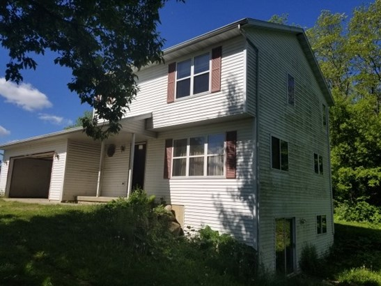 Colonial, 2 story - Cambria, WI (photo 2)