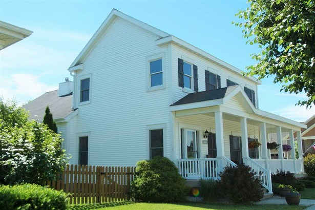 2 story, Prairie/Craftsman - Sun Prairie, WI (photo 1)