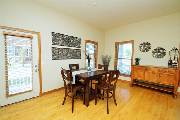 2 story, Prairie/Craftsman - Sun Prairie, WI (photo 5)
