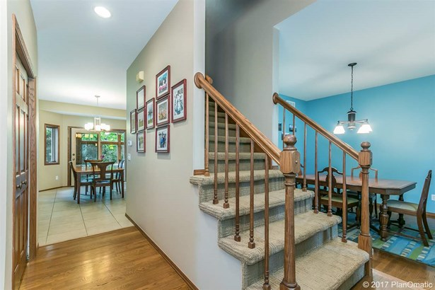 Colonial, 2 story - Madison, WI (photo 3)