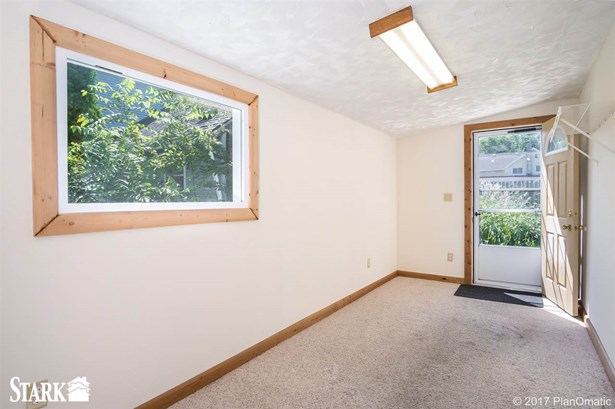 2 story, Bungalow - Cottage Grove, WI (photo 4)