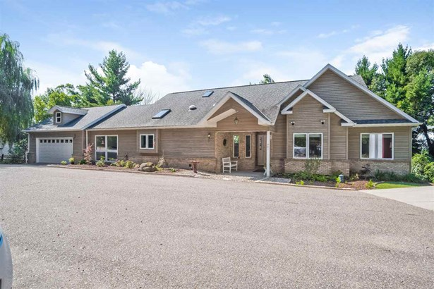 1 story, Contemporary - Wisconsin Dells, WI