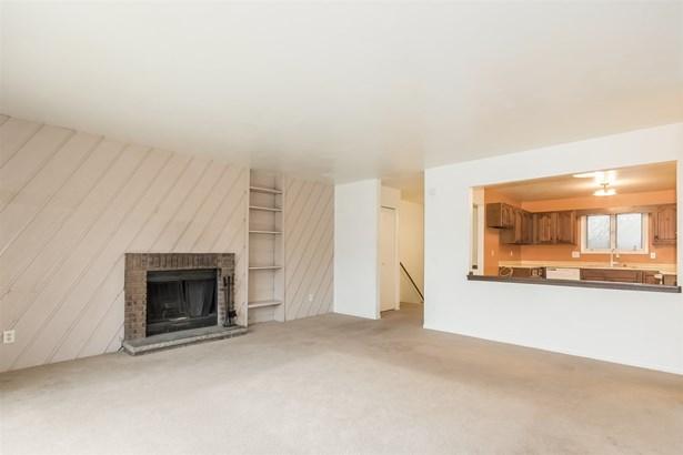 Multi-level,Condominium,Shared Wall/HalfDuplex, Bi-level - Madison, WI (photo 5)