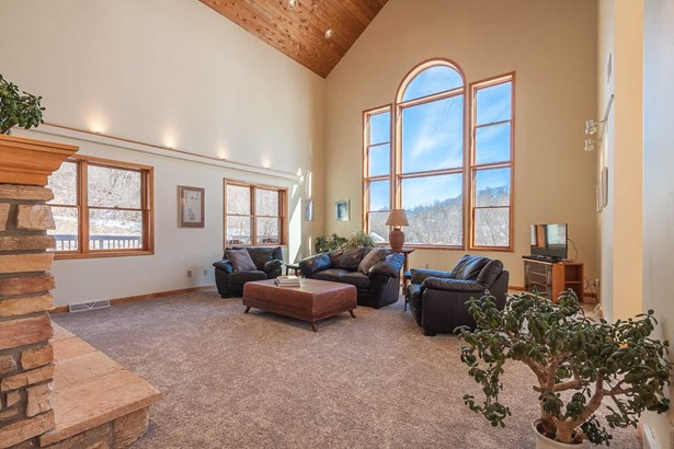 Contemporary, 2 story - Black Earth, WI (photo 5)